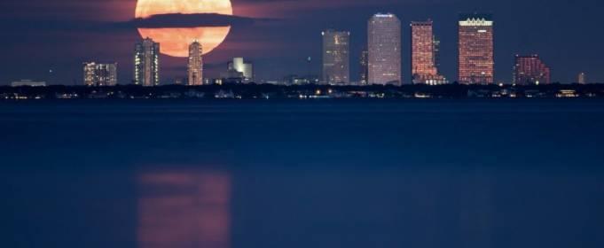 Майское Суперлуние-2020: фото и видео Цветочной Луны