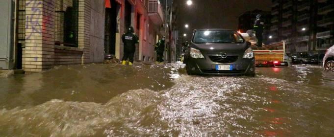 В Милане река Севезо вышла из берегов и затопила улицы города