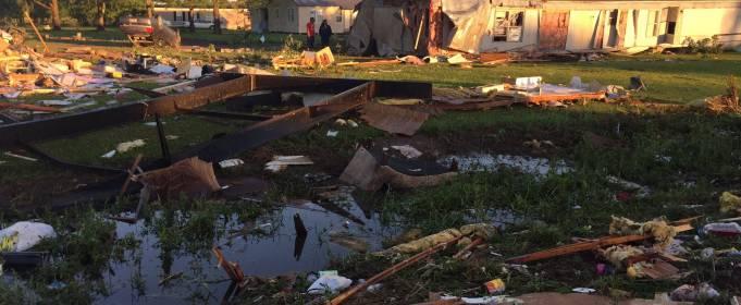 По Луїзіані пройшов потужний торнадо