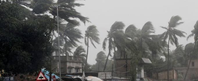 На Индию и Бангладеш обрушился сильнейший ураган