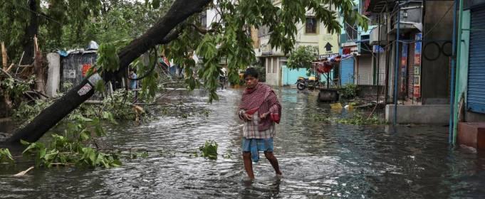 В Индии жертвами циклона Ампан стало 70 человек