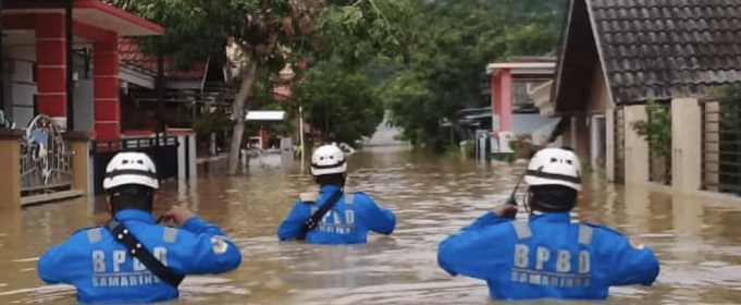 Наводнение затопило индонезийский город
