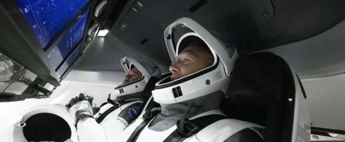 Запуск космического корабля Crew Dragon перенесен из-за непогоды