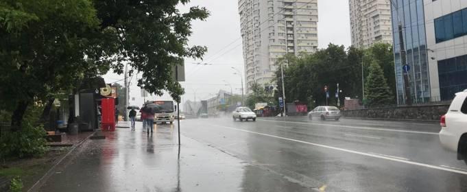 В Киеве из-за продолжительного дождя затопило много улиц