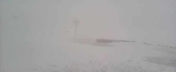 В последний день весны Карпаты засыпало снегом