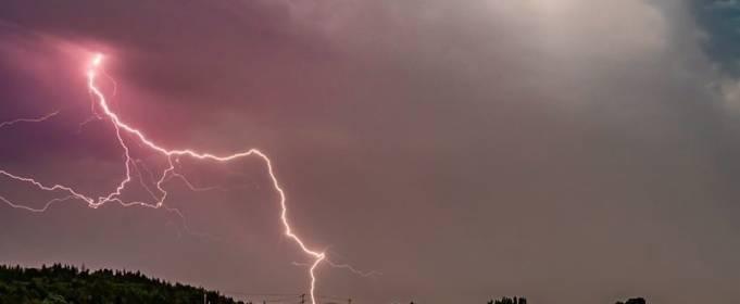 Американский штат Вашингтон «накрыли» грозы с десятками тысяч молний