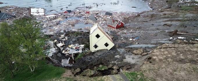 В Норвегии оползень смыл дома в море