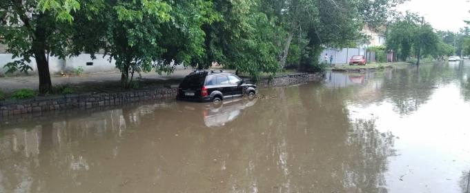 Ливень затопил центральные улицы Николаева