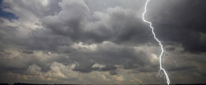 На Україну насуваються грози та штормовий вітер