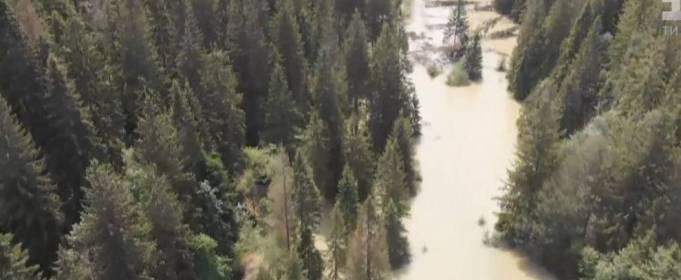 Селу Микуличин на Прикарпатье грозит озеро, которое образовалось из-за ливней