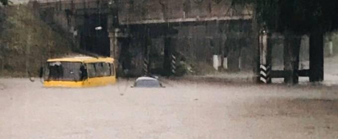 Сильный ливень затопил Мариуполь