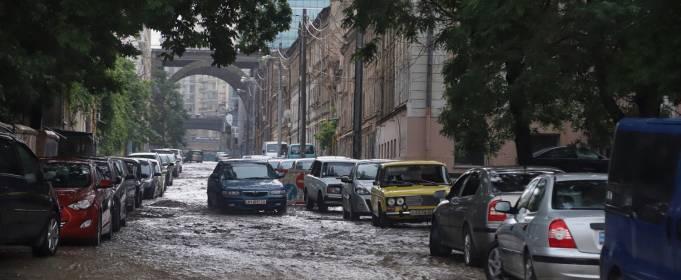 Злива затопила вулиці Одеси