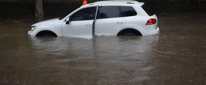 Сильный дождь затопил Херсон и Николаев