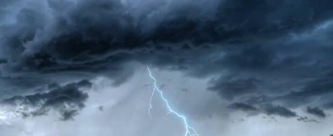 Синоптики попередили про грози, град та сильний вітер в Україні 2 липня