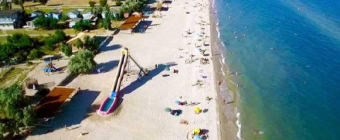 На українському курорті людей госпіталізували з підозрою на масове отруєння