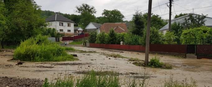 Злива затопила кілька районів на Закарпатті