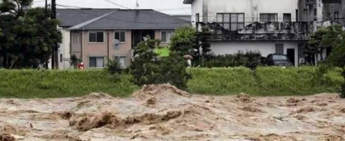 В Японии из-за наводнения эвакуировано 200 тысяч человек