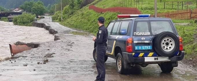 Сильные дожди размыли дороги на Прикарпатье