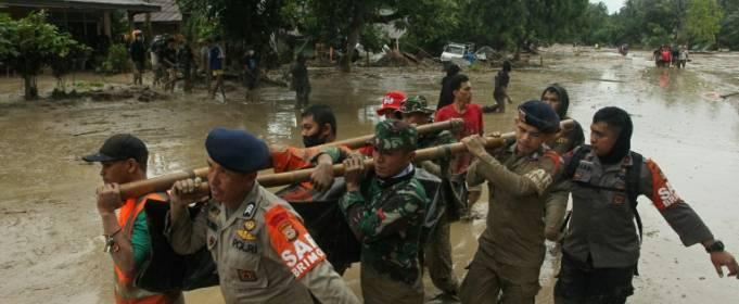 В Индонезии в результате наводнения и оползней погибли 15 человек