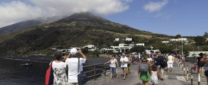 Неподалеку от Сицилии произошло извержение вулкана