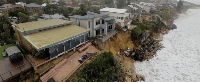 Австралийское побережье пострадало от разрушительных волн