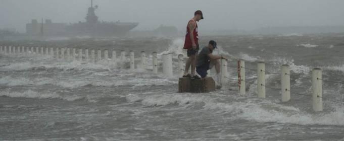 Ураган Ханна ослаб до тропического шторма и покинул США