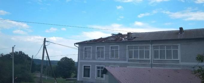 У Чернівецькій області вітер пошкодив 200 будинків