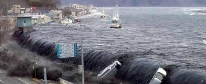 ВИДЕО. Ужасающие кадры цунами в Японии