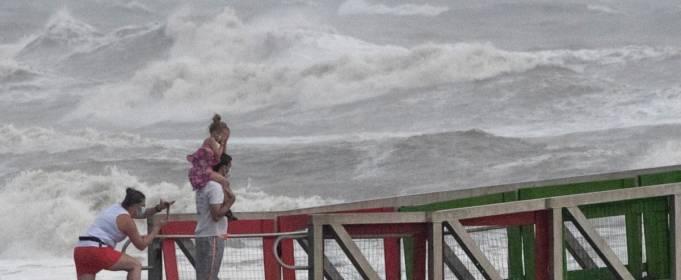 Тропический шторм обрушился на Вьетнам