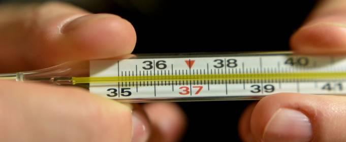 Как температура связана с течением COVID-19