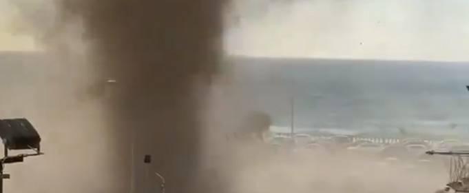 На пляже в Сицилии пронесся водный смерч