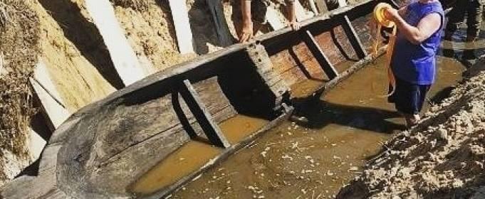 В реке Житомирской области нашли древнюю лодку
