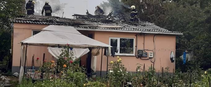 В Киевской области загорелся дом после удара молнии