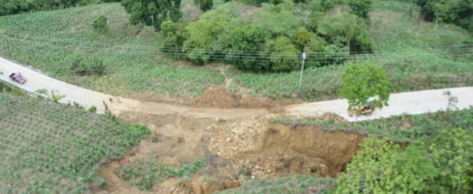 Сильные дожди вызвали наводнение и оползни в Мексике
