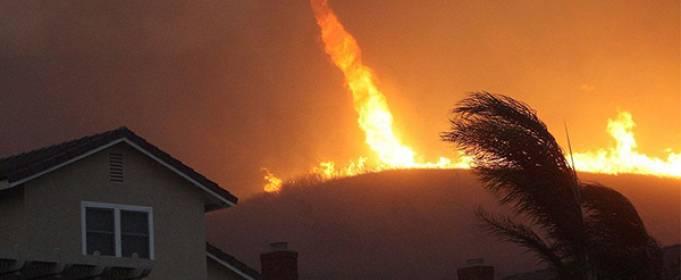 Лесные пожары вызвали огненный смерч в Калифорнии