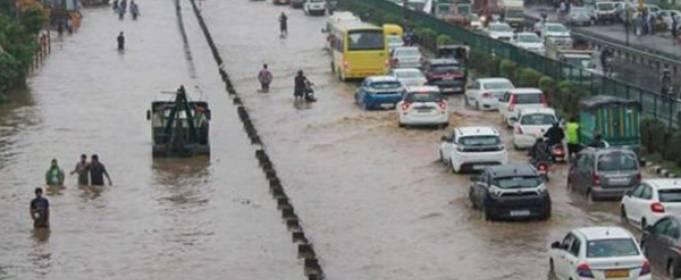 Сильные дожди затопили столицу Индии