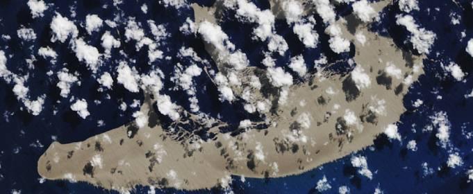 К Австралии приплыл гигантский остров камней, образовавшийся после извержения вулкана