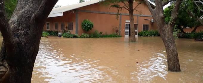 Тысячи людей пострадали от наводнения в Нигере