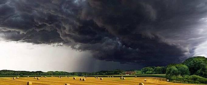 На Закарпатье движется грозовой фронт с дождем и градом