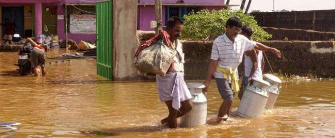 Из-за наводнения на востоке Индии погибло 17 человек