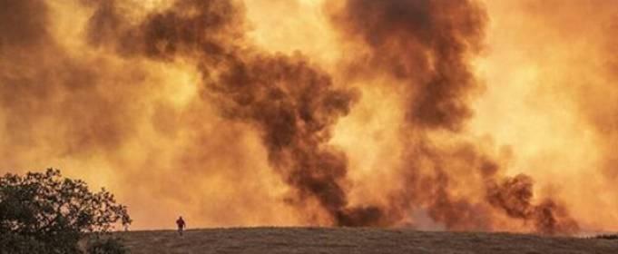 На юго-западе Испании из-за лесных пожаров эвакуировали более 3 тысяч человек