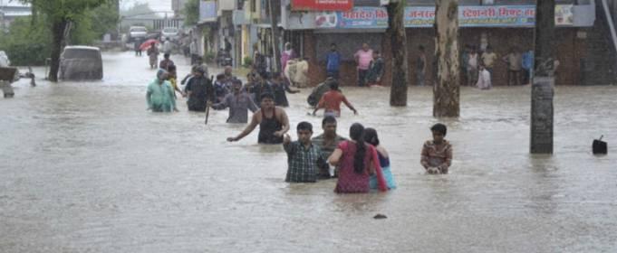 В двух штатах Индии бушуют наводнения