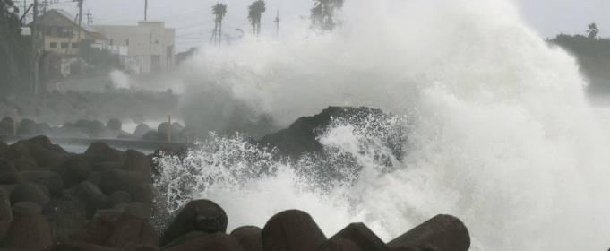 На Японию надвигается мощный тайфун