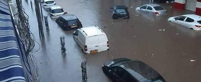 Раптові повені обрушилися на північні провінції Алжиру