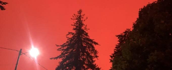 Апокалиптические кадры из Орегона. Небо окрасилось в красный цвет