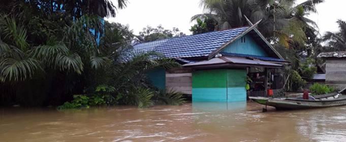 4 человека погибло и 2 тысячи эвакуировано из-за наводнений в Индонезии