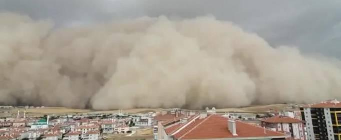 ВІДЕО. Піщана буря накрила ціле місто в Туреччині