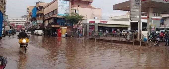 Двое погибших в результате внезапного наводнения в столице Уганды