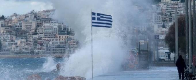 Редкий шторм в Средиземном море обрушился на Грецию