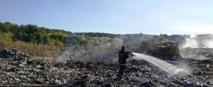 В Житомирской области ликвидируют пожар на свалке